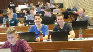Coder beim Start des Catalysts Conding Contests (CCC 2017) auf der JKU im Hörsaal 1