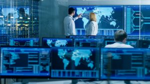 Bildschirme mit verschiedenen Darstellungen